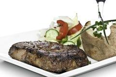 Cena del filete con la ensalada y el potatoe Fotografía de archivo libre de regalías