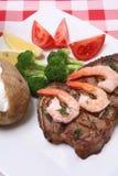 Cena del filete y del camarón Imagenes de archivo