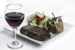 Cena del filete y vino rojo Fotos de archivo libres de regalías