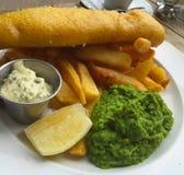Cena del pescado frito con patatas fritas Imagenes de archivo