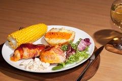 Cena del pollo del Bbq de la dieta sana Comida alimenticia de los slimmers con Fotografía de archivo libre de regalías
