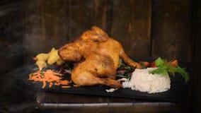 Cena deliziosa con il pollo, le patatine fritte ed il riso archivi video