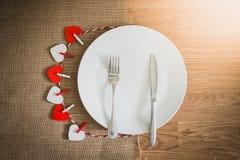 Cena di giorno di biglietti di S. Valentino con la regolazione della tavola Fotografia Stock Libera da Diritti
