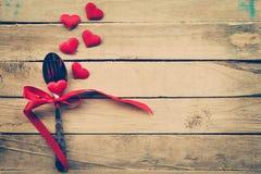Cena di giorno di biglietti di S. Valentino con la regolazione della tavola Immagini Stock