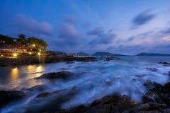 Cena do céu crepuscular na praia de Kalim fotografia de stock