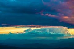Cena do céu do amanhecer da montanha da paisagem Imagem de Stock Royalty Free