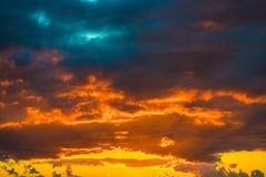 Cena do céu do amanhecer da montanha da paisagem Fotografia de Stock