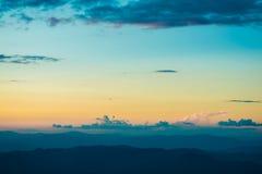 Cena do céu do amanhecer da montanha da paisagem Fotos de Stock