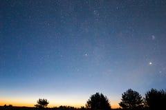 Cena do céu nocturno foto de stock