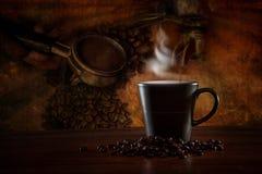 Cena do café com o café que faz o equipamento fotos de stock royalty free