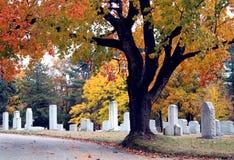 Cena do cemitério da queda fotos de stock