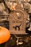 Cena do cemitério de Halloween Fotos de Stock
