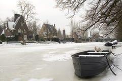Cena do inverno no distrito da casa de campo em Amsterdão fotos de stock royalty free