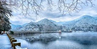 Cena do lago 2-Snow Lulin da neve na montagem Lu imagem de stock royalty free