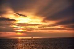 Cena do nascer do sol e do fundo bonito do céu imagem de stock royalty free