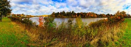 Cena do outono, mudança colorida no meio de outubro em Novo Brunswick, Canadá foto de stock