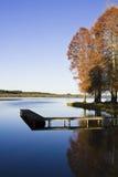 Cena do outono pelo lago Fotografia de Stock