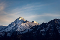 Cena do por do sol da montanha da neve Imagem de Stock