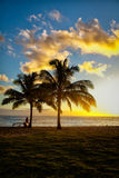 Cena do por do sol na estância de verão tropical Imagem de Stock