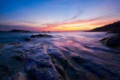 Cena do por do sol bonito na praia de Kalim imagens de stock royalty free