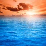 Cena do seascape da paisagem do por do sol do oceano da praia do insensatez fotografia de stock