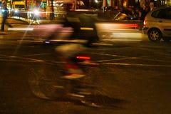 Cena do tráfego da noite em Londres fotos de stock royalty free