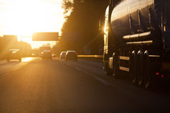 Cena do tráfego no por do sol fotografia de stock