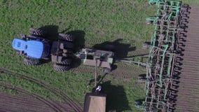 Cena do zangão Movimento lento, antena, cena superior que vai mais altamente Máquinas do caminhão e da construção Construindo um  filme