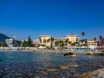 Cena e ba?a da praia em Andora imagens de stock royalty free