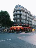 Cena en París, vida de la tarde de ciudad foto de archivo libre de regalías