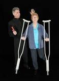 O padre engraçado executa o milagre, cura a mulher cristã Fotografia de Stock Royalty Free