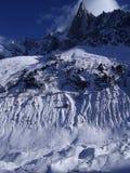 Cena ensolarada dos alpes da montanha do snowie Fotografia de Stock Royalty Free