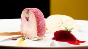 Cena fina, gras de Foie del ganso con ajo negro Imagenes de archivo