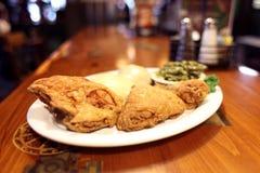 Cena fritta nel grasso bollente del pollo Fotografie Stock Libere da Diritti
