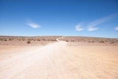 Cena genérica do deserto com o trajeto ao horizonte Imagens de Stock Royalty Free