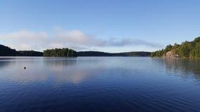 Cena impressionante do lago foto de stock