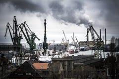 Cena industrial pesada no estaleiro de Gdansk no Polônia Imagem de Stock