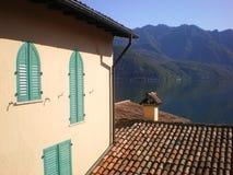 cena italy de Como do lago da casa de campo fotos de stock royalty free