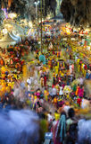 Cena longa da exposição da multidão dentro do templo da caverna de Batu durante o festival de Thaipusam Imagens de Stock