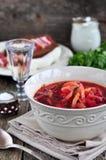 Cena, minestra ucraina dal borsch delle verdure da una tavola di legno Immagine Stock Libera da Diritti
