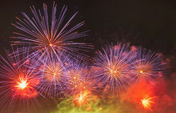Cena multicolorido da noite dos fogos-de-artifício Imagens de Stock Royalty Free