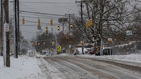 Cena nevado da rua após o blizzard imagens de stock