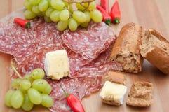 Cena rústica del queso y del pan Imagenes de archivo