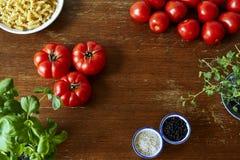 Cena rica da cozinha com ervas e massa dos tomates Imagem de Stock Royalty Free