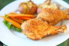 Cena riscaldata sul posto del pollo fritto fotografia stock libera da diritti