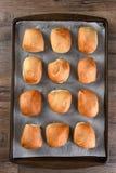 Cena Rolls en el molde para el horno Foto de archivo
