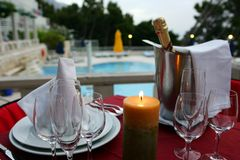 Cena romántica con champán Fotografía de archivo libre de regalías