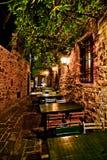 Cena romántica en pequeño restaurante italiano Imagen de archivo libre de regalías