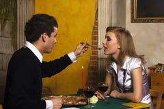 Cena romántica en pizzería Fotografía de archivo