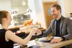 Cena romántica en restaurante Imagen de archivo libre de regalías